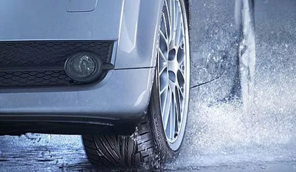 ¿Días lluviosos? ¡Precaución con los neumáticos!