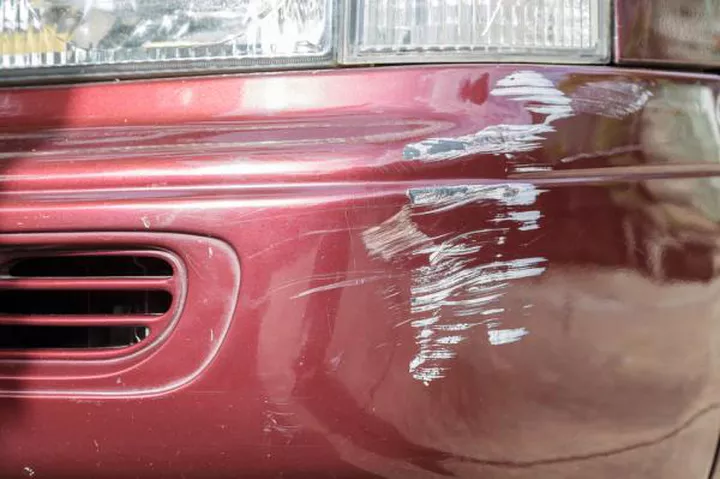 Ven a nuestro taller de chapa y pintura en Dénia y deja tu coche limpio de rasguños.