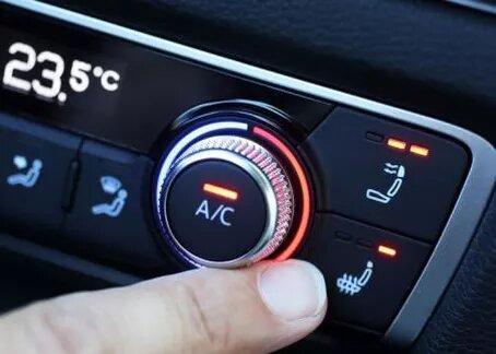 Recargar el gas del aire acondicionado del coche