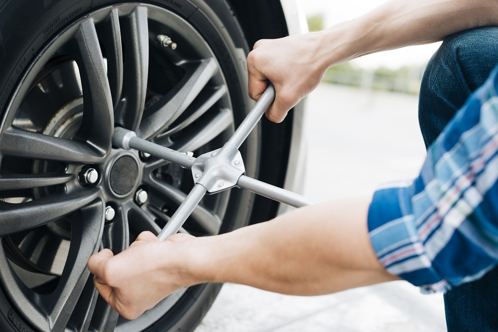 Neumático pinchado o rueda desinflado: ¿cómo saberlo?